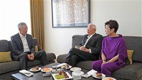 新加坡總理李顯龍臉書貼照 APEC會張忠謀夫婦(圖/擷取自李顯龍臉書)