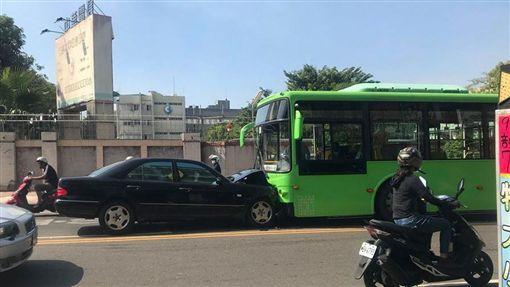 三寶,賓士,逆向,公車,高雄/爆料公社