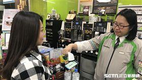 電子發票,載具,超商,便利商店。(圖/全家提供)