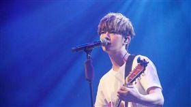 炎亞綸33歲生日音樂會。(翻攝微博)