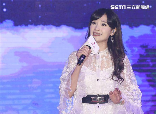 「羅麗芬控股」上市紀念慶典表演藝人方季惟。(記者林士傑/攝影)