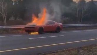 影/稀有跑車燒毀了!最新畫面曝光