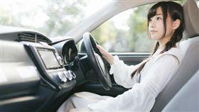 老公前女友「要下來辦事可借車嗎」 被拒酸:生分了啦!我坐捷運(示意圖/翻攝自Pakutaso)