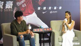 ▲東北樂天台灣選手宋家豪與體育主播李逸涵。(圖/記者蕭保祥攝影)