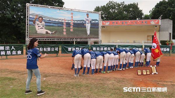 Xie Rongyao's teacher gave their children a welcome to Xu Shengming. (Photo / photographer Wang Yixiang)