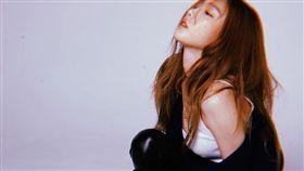 日前太妍突然po火辣自拍,讓粉絲們傻眼。(圖/翻攝自太妍IG)