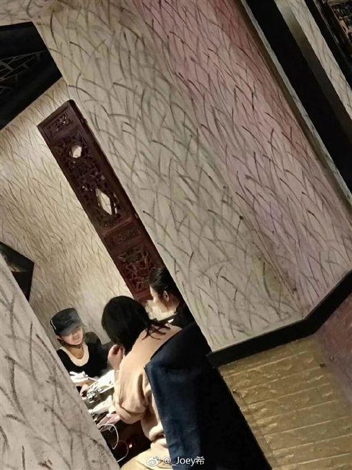 馮紹峰,趙麗穎/微博