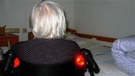 老人、老奶奶、老婦人、獨居老人示意圖/pixabay