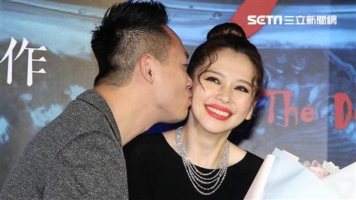 徐若瑄老公李雲峰在首映上公開獻吻,閃瞎眾人。(圖/記者邱榮吉攝影)