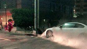 高雄,氣爆,爆炸,人孔蓋,BMW,台電(圖/翻攝畫面)