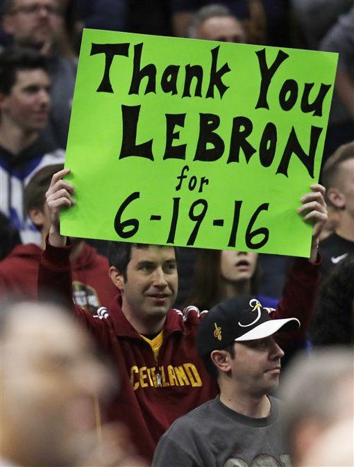 ▲騎士球迷感謝LeBron。(圖/美聯社/達志影像)