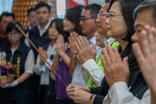 蔡英文總統22日下午前往嘉義市參拜「九華山地藏庵」。(圖/總統府提供)