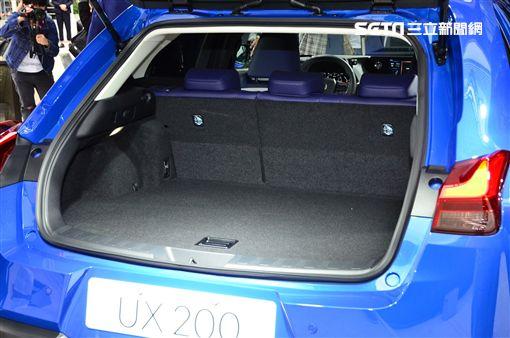 Lexus UX。(圖/鍾釗榛攝影)
