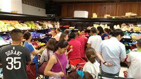 首批北農蔬果運抵帛琉!民眾瘋搶掃光,超市決追加訂單。(圖/翻攝自中華民國駐帛琉大使館臉書)