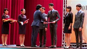 國際數理奧賽頒獎典禮台灣派出27名學生選手參與國際數理學科奧林匹亞競賽,共拿下14面金牌、10面銀牌、3面銅牌。教育部22日在國立台灣科學教育館舉辦頒獎典禮,教育部長葉俊榮(前左3)勉勵學生,得獎不是終點而是起點,是進一步努力發揮的門票。中央社記者陳至中台北攝  107年11月22日