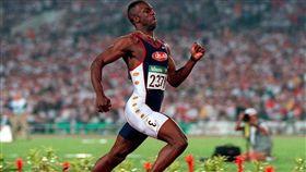 直挺上身跑步是強森的特色。(圖/翻攝自Sportnet網站)