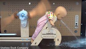 爆笑公社,打嗝,拍嗝,嬰兒,虐嬰(圖/翻攝自爆笑公社臉書)