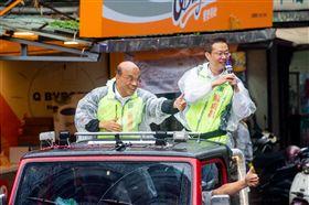 ▲民進黨新北市長候選人蘇貞昌前往基層掃街拜票,進行最後衝刺。(圖/蘇貞昌競辦提供)