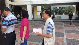 陳水扁現身台南排隊投票 (圖/翻攝自臉書)
