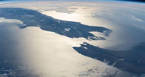 2年前紐西蘭規模7.8強震,讓兩大島南島和北島之間的距離縮短。(圖/翻攝推特)