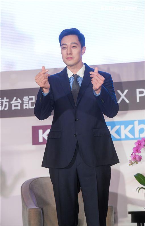 蘇志燮出席記者會為粉絲賣萌。(圖/KKTV提供)