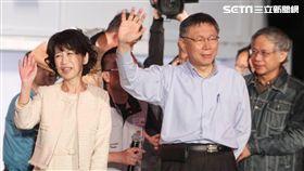16:9 九合一選舉/台北市長柯文哲連任成功,上台發表勝選感言。(圖/記者邱榮吉攝影)