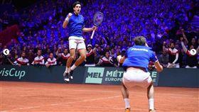 拿下勝利後,法國隊埃貝爾(左)興奮躍起。(圖/翻攝自Davis Cup官網)