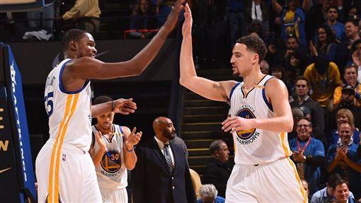 湯神致勝一擊 勇士險勝重登西區王座NBA,金州勇士,Klay Thompson,Kevin Durant,沙加緬度國王翻攝自推特