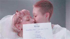 吳卓林跟女友Andi在加拿大結婚。(翻攝IG)