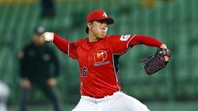 日本社會人先發投手小島康明九局送出17次三振獲選為單場MVP。(圖/中職提供)