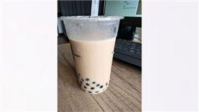 珍珠奶茶,喝珍奶,珍奶,吸管,圖/翻攝自爆廢公社臉書