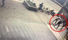 台北,大安,統領百貨,槍擊。翻攝畫面