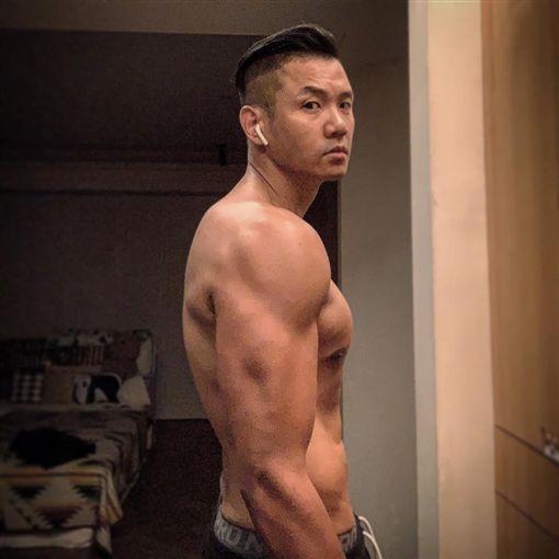 陳建州熱衷健身,不時也跟網友分享(圖/翻攝自黑人 陳建州臉書)