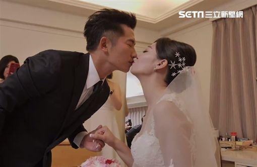 蔡昌憲親吻老婆。(圖/群星瑞智提供)