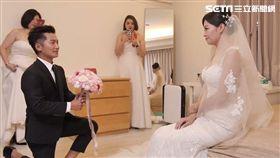 蔡昌憲突破重重關卡終於來到老婆面前。(圖/群星瑞智提供)