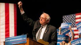 美國聯邦參議員桑德斯(Bernie Sanders)。(圖/翻攝自@thehill推特)