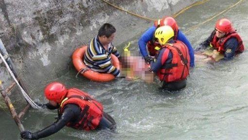 嘉義,嘉南大圳,溺水,CPR。翻攝畫面