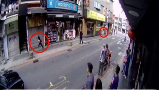 台北,大安,永康街,搶劫,美工刀,胡同文。翻攝畫面