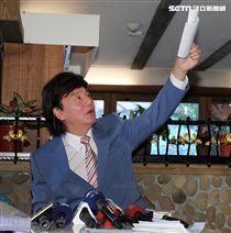 藍文青說明投資小當家餐飲慘賠始末記者會。(記者邱榮吉/攝影)