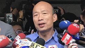 韓國瑜接受媒體聯訪高雄市長當選人韓國瑜(前)28日北上並接受媒體記者聯訪。他表示,希望他的團隊是非常勤勞、非常專業、非常熱情的。中央社記者吳翊寧攝  107年11月28日