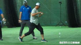 ▲王建民親身指導棒球訓練營。(圖/記者蕭保祥攝影)