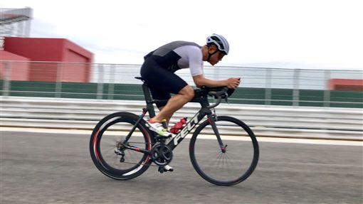 ▲騎在G2賽車道上的單車賽。(圖/麗寶國際賽車場提供)