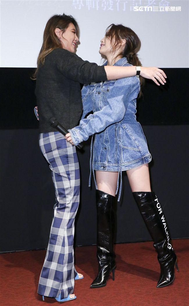 呂薔Amuyi新歌暨新專輯發行,MV主角小禎出席祝福。(記者林士傑/攝影)