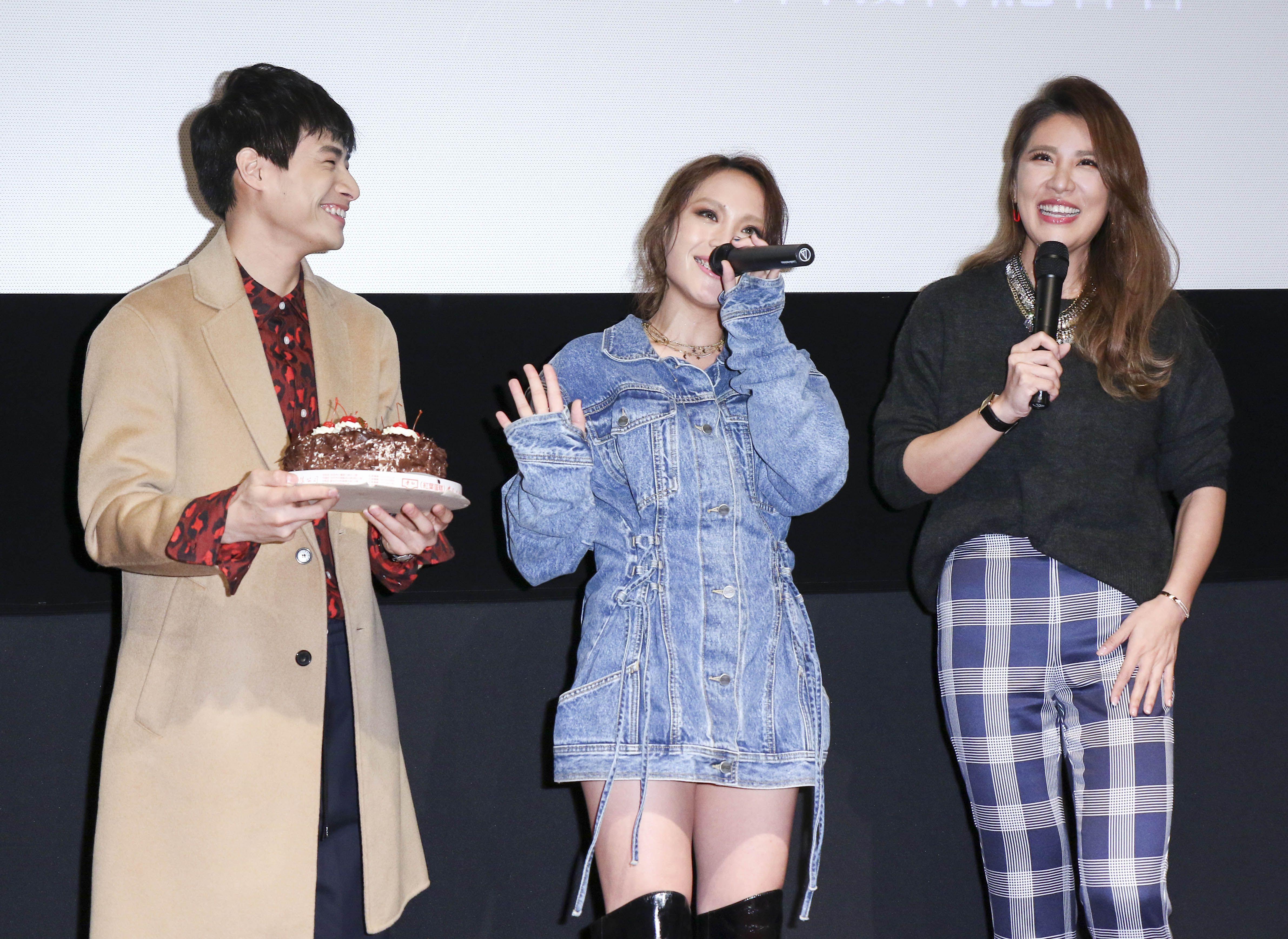 呂薔Amuyi新歌暨新專輯發行,呂薔提前祝福小禎生日快樂並送上蛋糕。(記者林士傑/攝影)