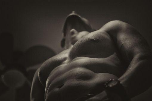 肌肉男,猛男,重訓,健身,運動,裸體,上半身,男人,男生,男孩,男子,男體,運動員,體育,muscles(Pixabay)