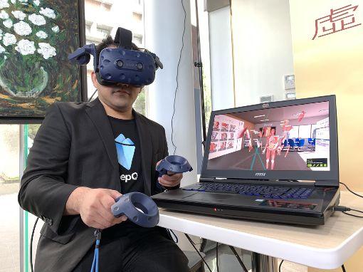 解剖學升級 用VR虛實整合宏達電(HTC)29日宣布旗下健康醫療事業部DeepQ團隊攜手台北醫學大學,成立全球首間虛擬實境(VR)解剖學教室,戴著VR頭盔VIVE Pro可以從不同視角觀看過去2D較難理解的3D空間結構及部位。中央社記者吳家豪攝 107年11月29日