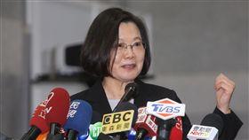 蔡總統:非核家園目標不變「2018台灣醫療科技展」29日在南港展覽館舉行,總統蔡英文參觀展場後表示,非核家園的目標不變,不過核電廠繼續做下去,地方政府對核廢料貯存和處理的態度很關鍵,這整個問題還需要行政部門進一步評估、和地方政府溝通。中央社記者鄭傑文攝 107年11月29日