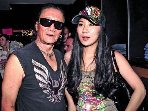 謝賢跟小49歲女友COCO。(翻攝微博)