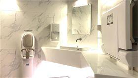 國道VIP婦幼親善廁間高速公路局在國道5號蘇澳服務區打造兩間VIP婦幼親善廁間,30日起開放使用,空間寬大舒適。(高公局提供)中央社記者汪淑芬傳真  107年11月30日