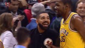 暴龍大使德瑞克 慘被杜蘭特…掐奶頭 NBA,金州勇士,Kevin Durant,多倫多暴龍,Drake,奶頭 翻攝自推特